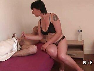 Tracy entra en la habitación y lentamente se quita la falda y parejas cojiendo en casa las bragas . (2015)