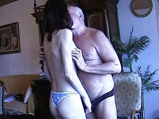 SexuallyBroken - 8 de octubre cojiendo rico videos caseros de 2014-Sarah Chavon . asegúrese de mantener y usar duro en ambos extremos